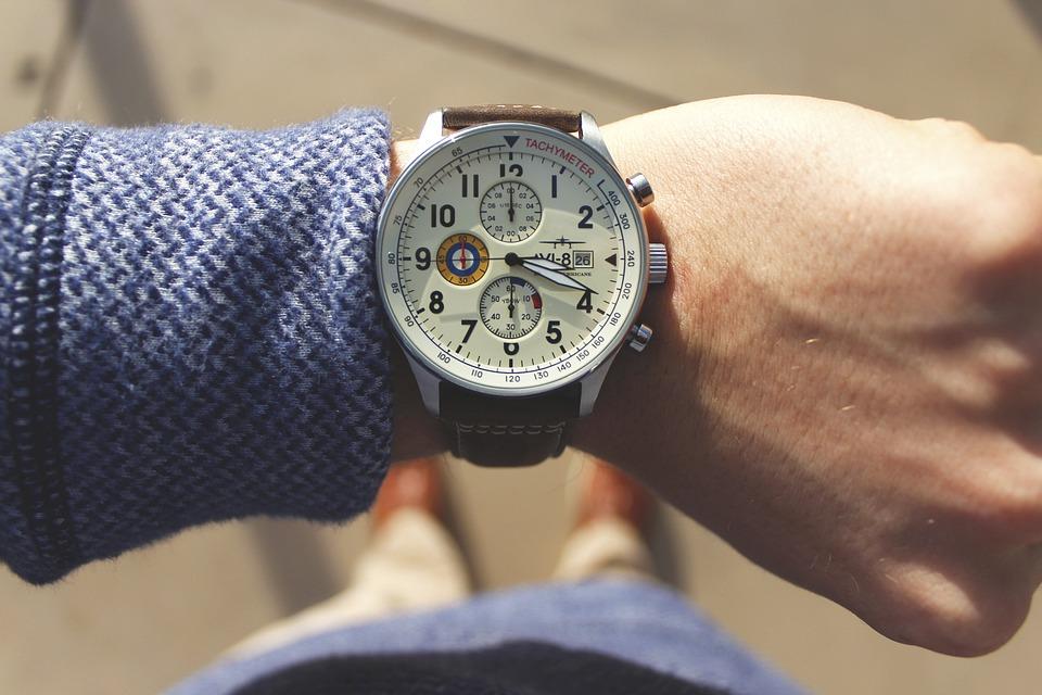ใส่นาฬิกาสีอะไร ให้ปังทั้งโชคลาภ และการเงิน